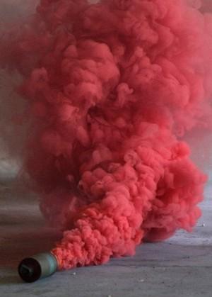 fumogeno-rosso-zombieday